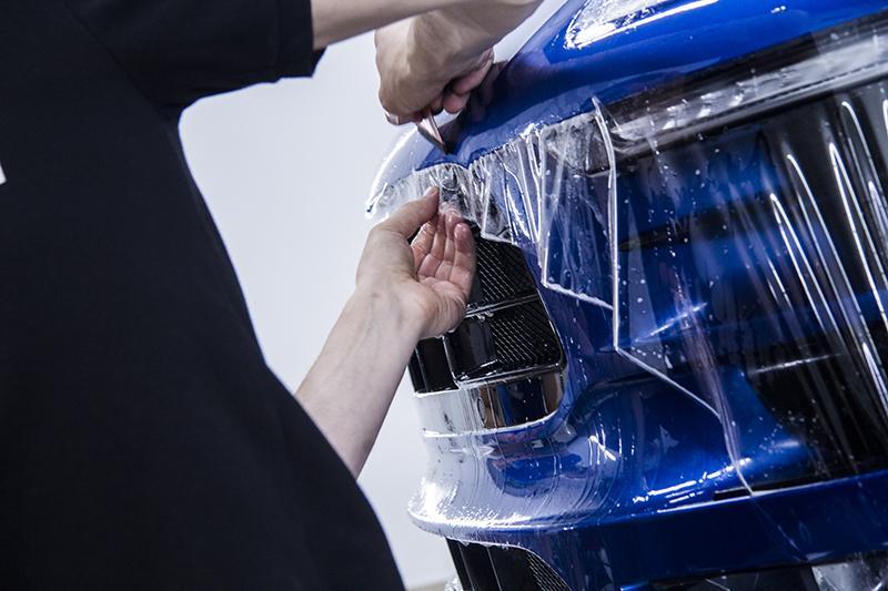 Оклейка зоны риска на автомобиле Porsche Macan защитной пленкой STEK DYNOshield