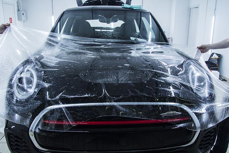 Оклейка зоны риска автомобиля MINI COOPER антигравийной пленкой STEK DYNOshield